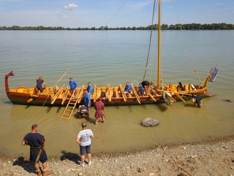 Liburna roman krigsskepp på Danubet River, flyg- sikt arkivbild