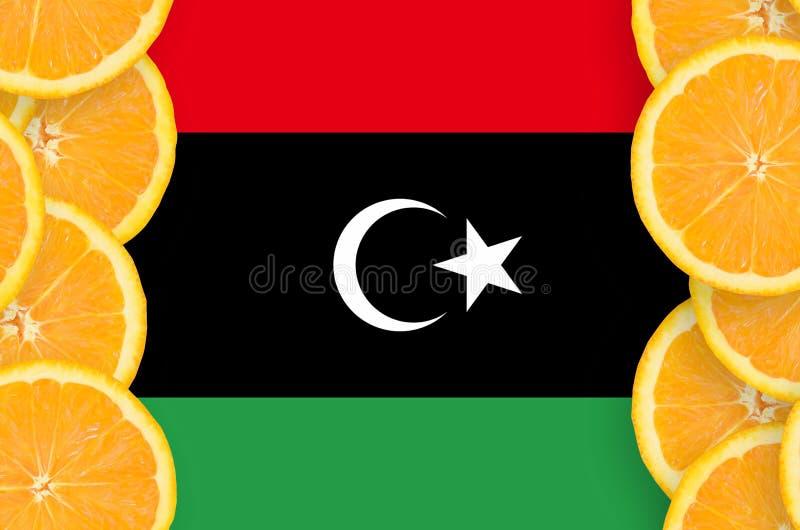 Libyen flagga i vertikal ram för citrusfruktskivor arkivfoton
