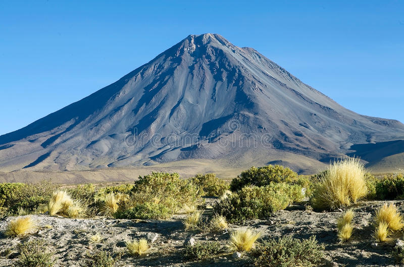 Licancabur no deserto de Atacama, o Chile imagens de stock royalty free