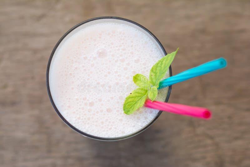 Lichi e batido do iogurte para a saúde imagens de stock royalty free