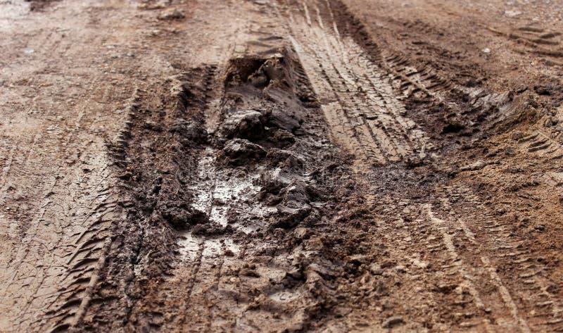 Lichota na glebowej drodze podczas padać sezon obrazy royalty free