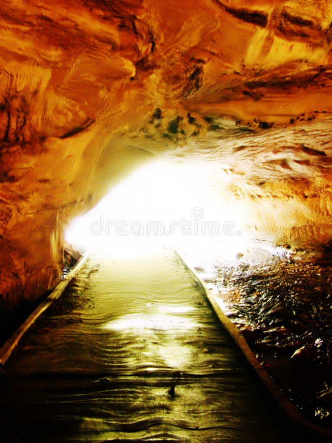 Licht Aan Het Eind Van De Tunnel Stock Afbeelding