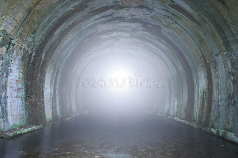 Licht aan het eind van de tunnel royalty-vrije stock foto