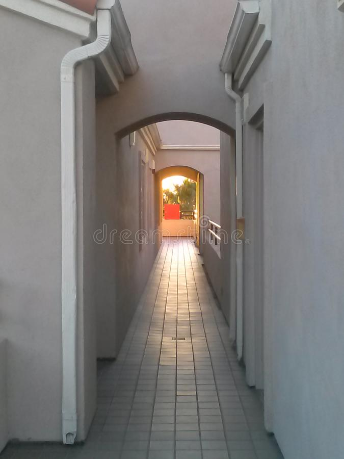 Licht aan het eind van de tunnel stock foto's
