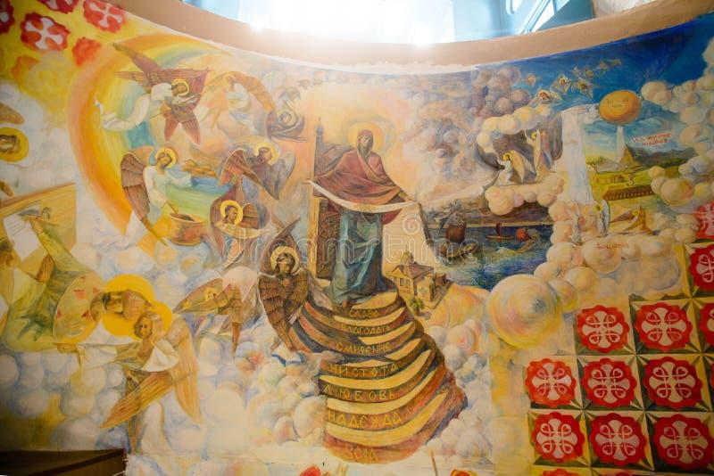 Licht auf dem chearch der heiligen Jungfrau lizenzfreies stockfoto
