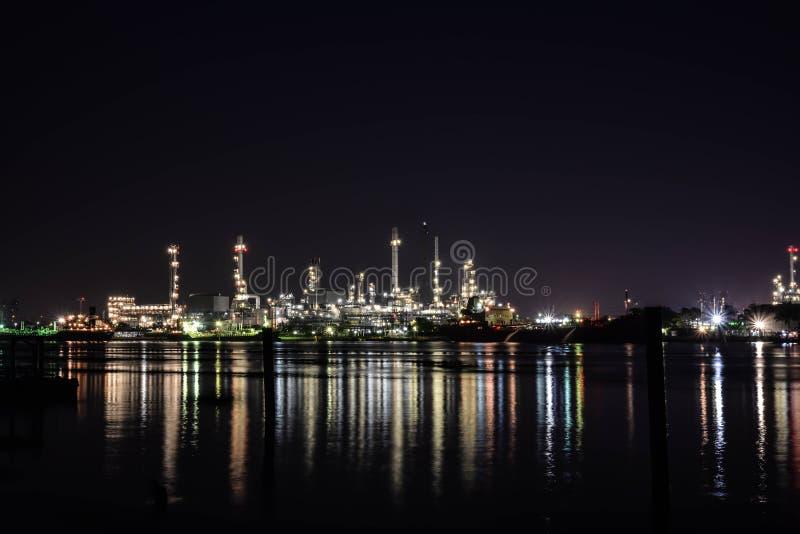 Licht der Erdölraffinerie lizenzfreie stockfotos