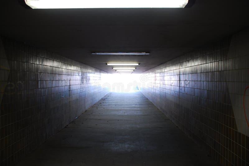 Licht eind van tunnel stock foto's