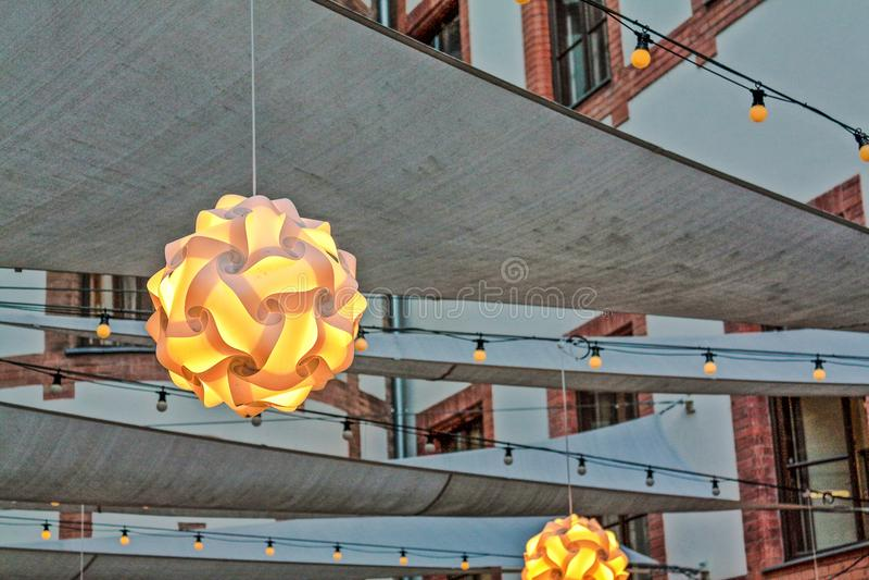 Licht im Hof stockfoto