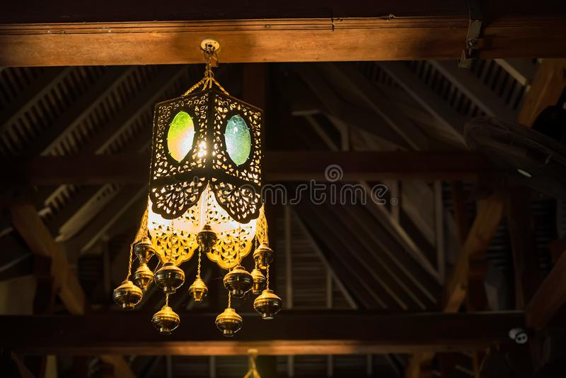Licht innerhalb des Tempels des Zahnes in Kandy, Sri Lanka stockfotos