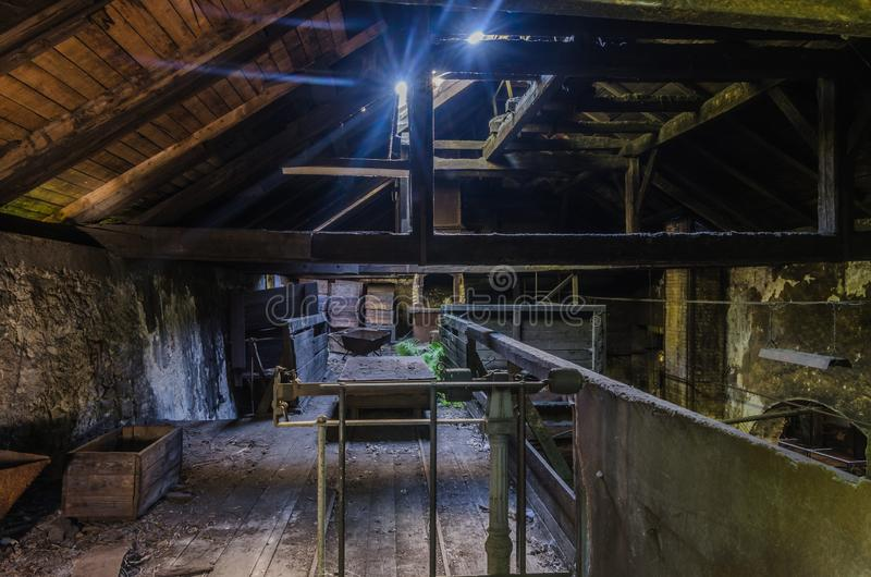 Licht op de zolder van een fabriek royalty-vrije stock foto's