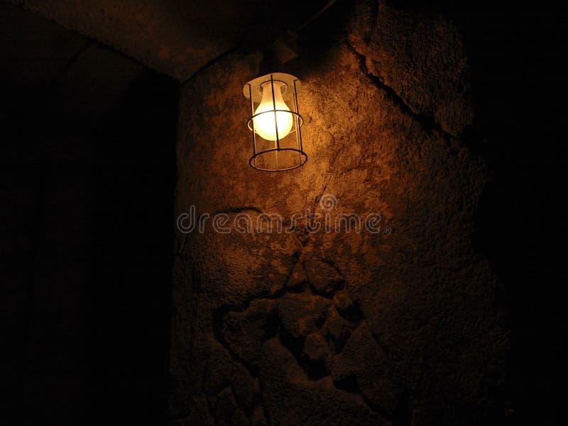Licht op een kasteelmuur royalty-vrije stock afbeeldingen