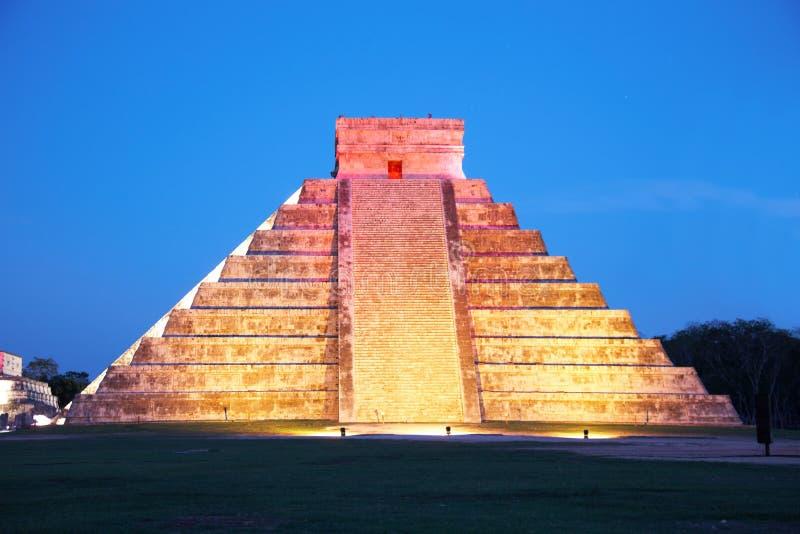 Licht toon op Chichen Itza, Mexico royalty-vrije stock afbeelding
