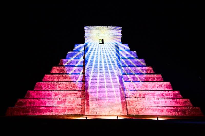 Licht toon op Chichen Itza, Mexico stock afbeelding