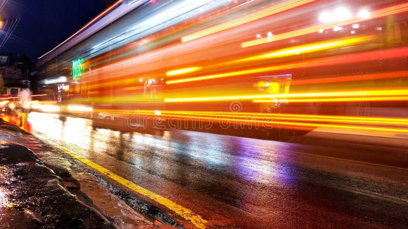 Licht van buss die overgaan door