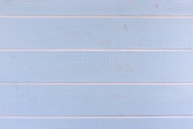 Lichtblauwe houten witte horizontale strepen als achtergrond royalty-vrije stock afbeelding