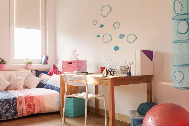 Lichte comfortabele ruimte stock fotografie