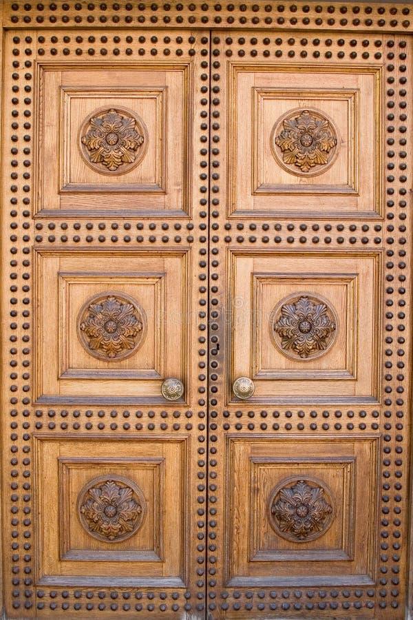 Lichte houten kasteeldeur stock foto