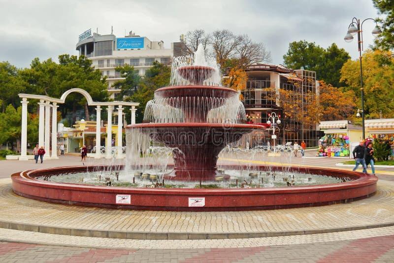 Lichte muzikale fontein in Gelendzhik stock afbeeldingen