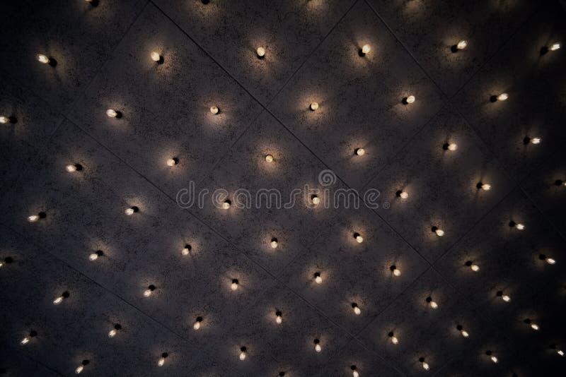 Lichte patroonachtergrond op de muur stock foto