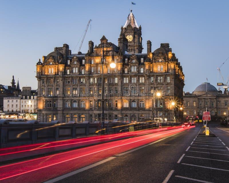 Lichte slepen op de het Noordenbrug naar Balmoral in Edinburgh royalty-vrije stock foto