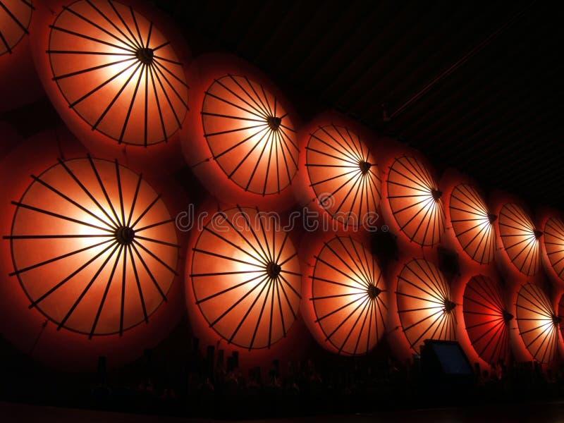 Lichten in een restaurant stock foto's