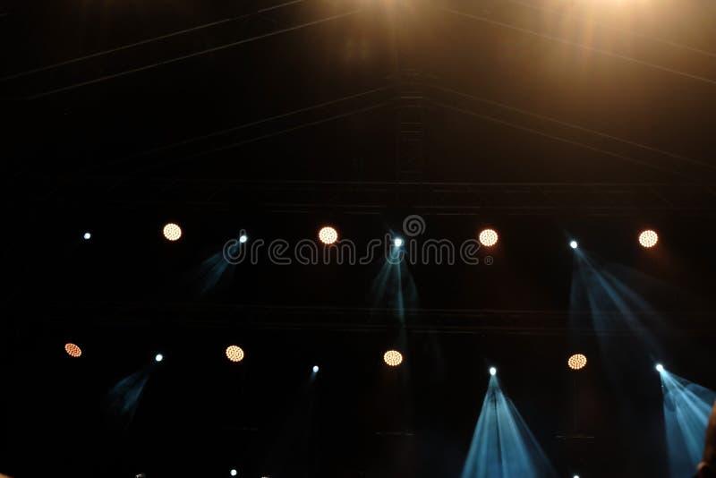 Lichten op stadium bij nacht royalty-vrije stock afbeelding