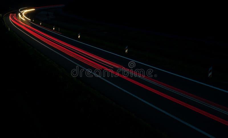 Lichten van auto's met nacht royalty-vrije stock foto's