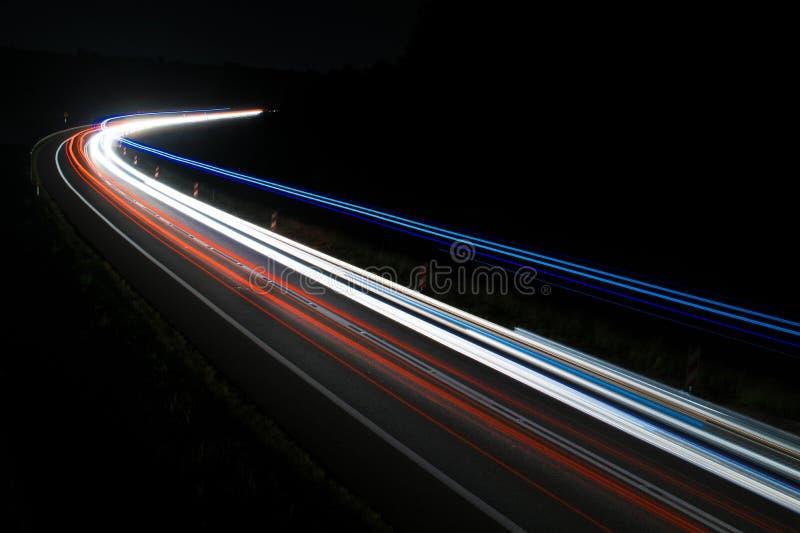 Lichten van auto's met nacht royalty-vrije stock fotografie