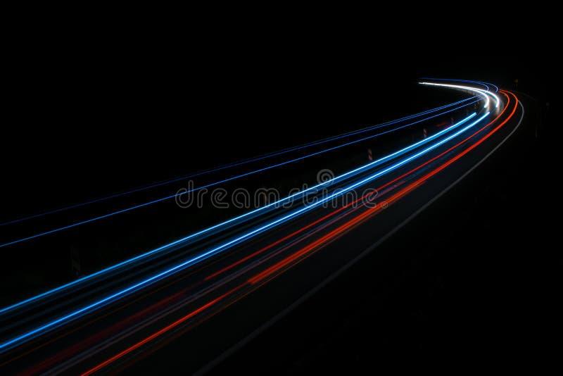 Lichten van auto's met nacht royalty-vrije stock afbeeldingen