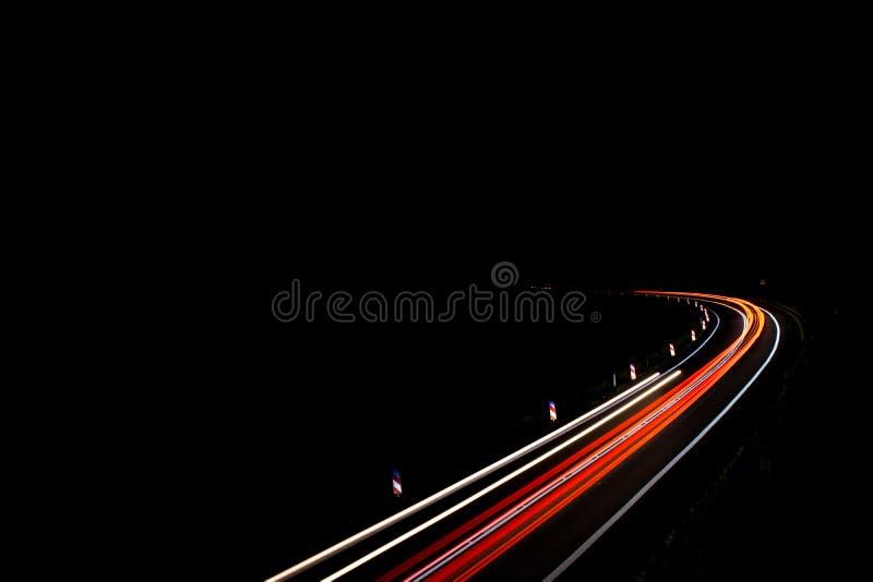 Lichten van auto's met nacht royalty-vrije stock foto