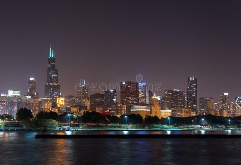 Lichten van horizon de Van de binnenstad van Chicago van de de zomernacht royalty-vrije stock afbeelding