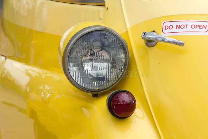 Lichten voor een uitstekende auto royalty-vrije stock foto