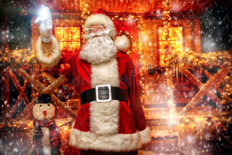 Lichter und Dekorationen für Weihnachten lizenzfreie stockbilder
