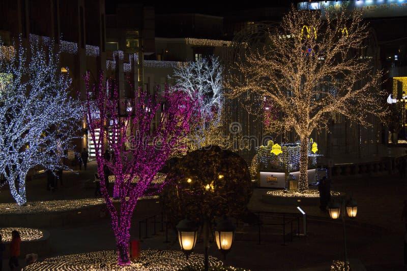 Lichter zeigen am Einkaufszentrum während des Zeitraums des neuen Jahres in Peking, China lizenzfreie stockfotografie
