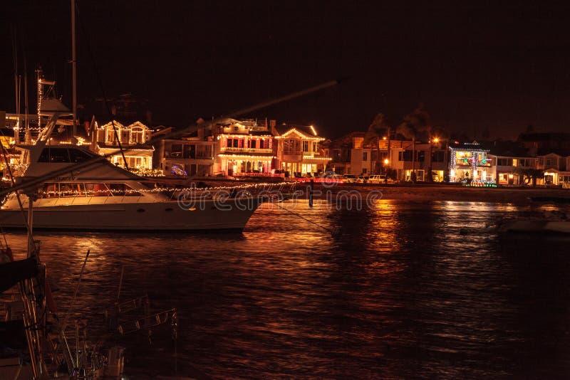 Lichterkette am Balboa-Insel-Hafen stockfoto