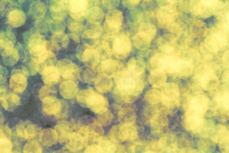 Lichtgeele groene bokeh schittert abstracte achtergrond De lente of de zomer seizoengebonden abstracte achtergrond stock afbeelding