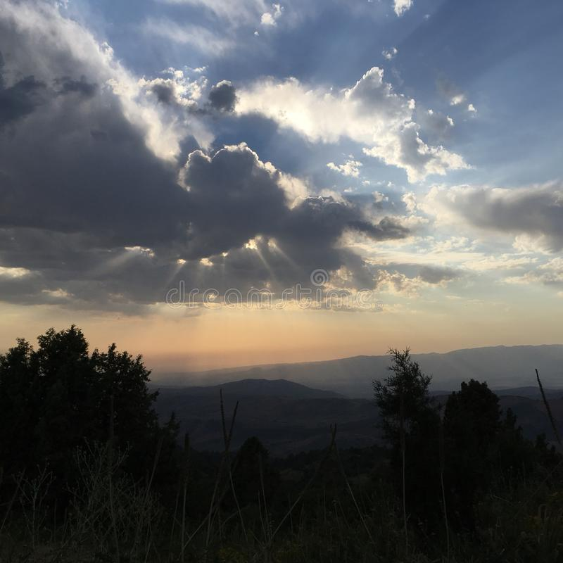 Lichtgevende wolken royalty-vrije stock afbeeldingen