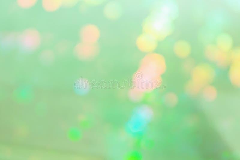 Lichtgroene abstracte achtergrond met multicolored vlekken stock foto's