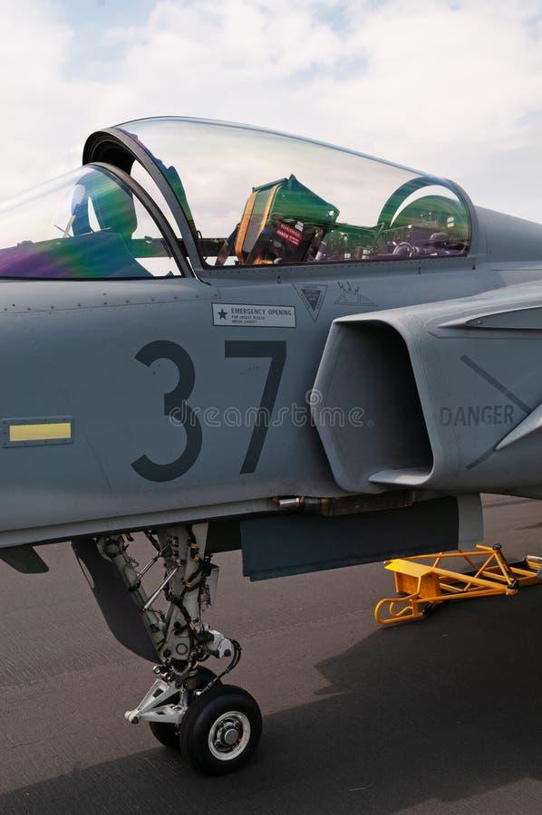 Lichtjes open luifel en zichtbare schietstoel van militaire jet royalty-vrije stock foto's