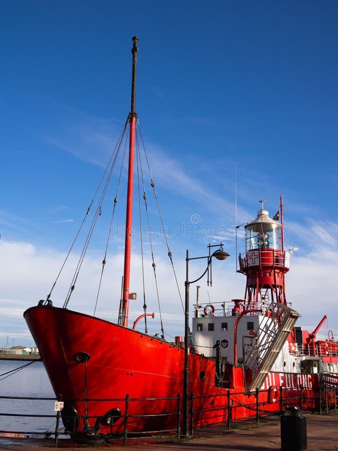 Lichtschip 2000 in de Baai van Cardiff, Wales