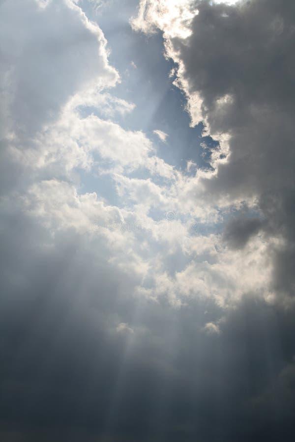 Lichtstrahlen vom Himmel lizenzfreies stockfoto