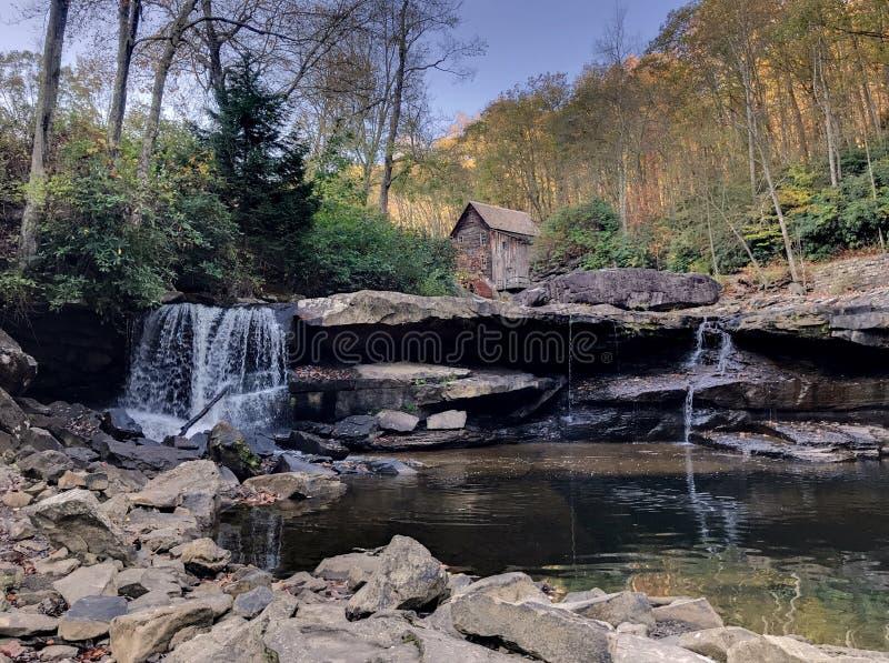 Lichtungs-Nebenfluss-Mahlgut-Mühle lizenzfreies stockbild