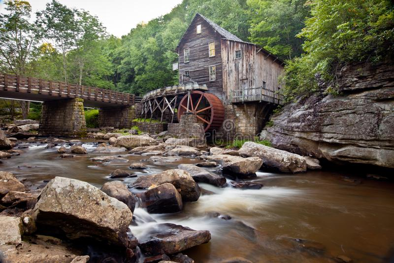 Lichtungs-Nebenfluss-Mahlgut-Mühle am Babcock Nationalpark, West Virginia stockfotografie