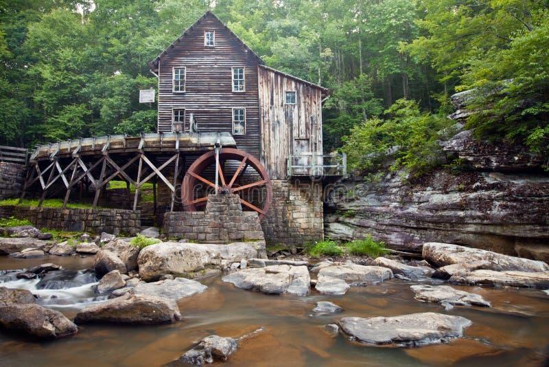 Lichtungs-Nebenfluss-Mahlgut-Mühle am Babcock Nationalpark, West Virginia stockfotos