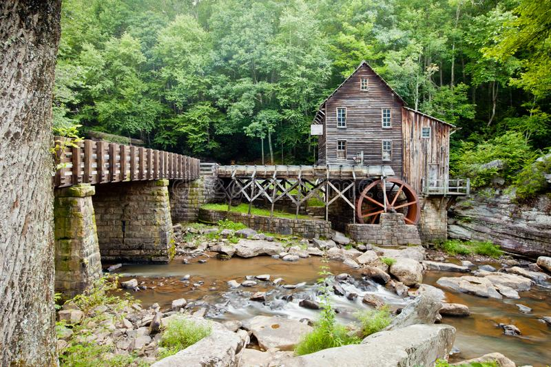 Lichtungs-Nebenfluss-Mahlgut-Mühle am Babcock Nationalpark, West Virginia stockbilder