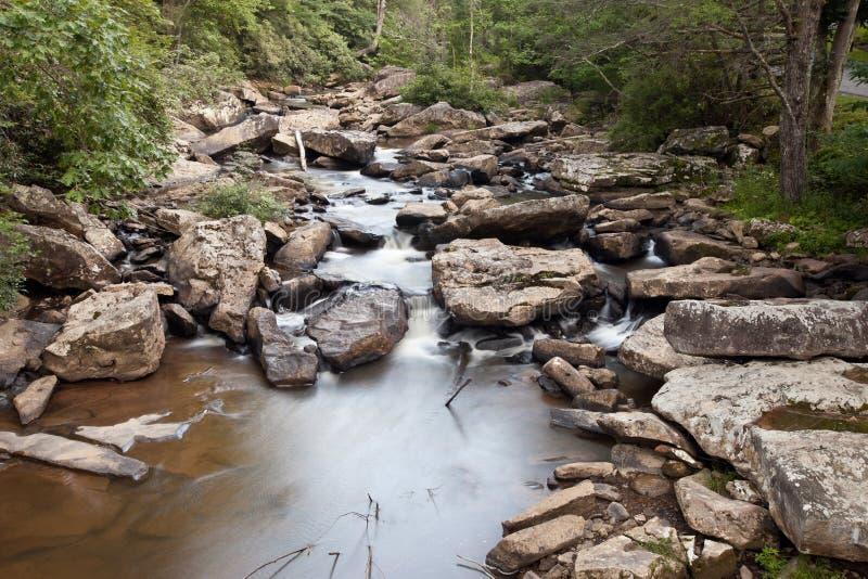 Lichtungs-Nebenfluss-Mahlgut-Mühle am Babcock Nationalpark, West Virginia lizenzfreie stockfotos