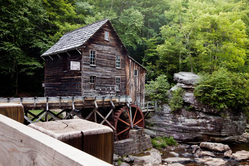 Lichtungs-Nebenfluss-Mahlgut-Mühle am Babcock Nationalpark, West Virginia lizenzfreie stockfotografie