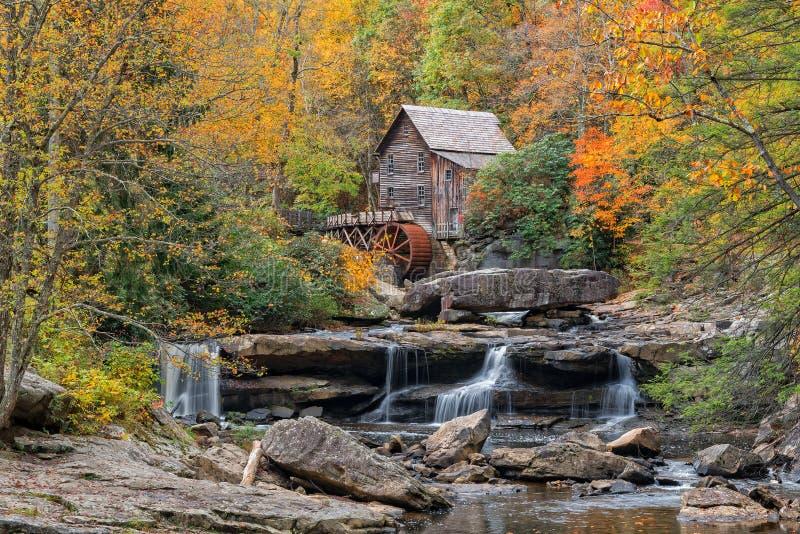 Lichtungsnebenfluss-Mahlgutmühle in West Virginia lizenzfreies stockfoto