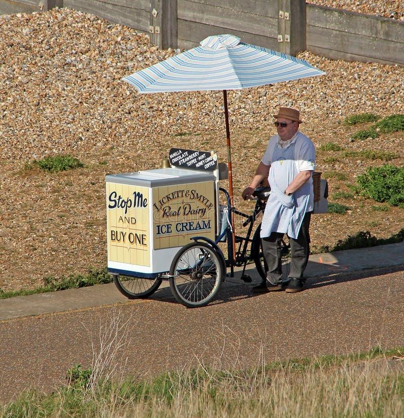 Lickett och mobil glassförsäljare för smyle royaltyfria foton
