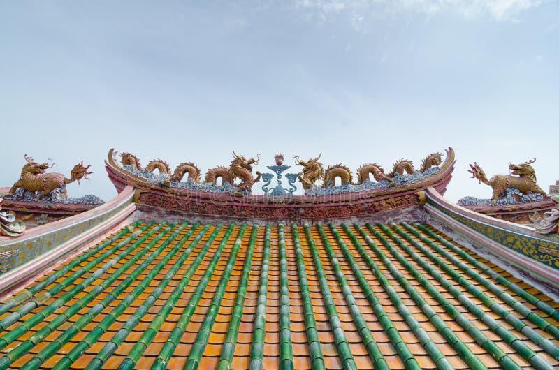 Licorne chinoise de dragon et ciel bleu image libre de droits